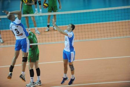 3:2 – Новосибирские волейболисты одержали верх над гостями из Екатеринбурга