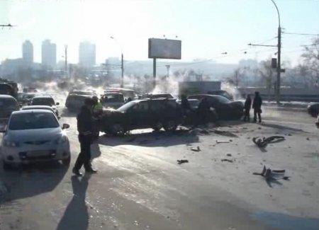 Самая дорогая авария в этом году: 5 иномарок столкнулись на улице Нарымской