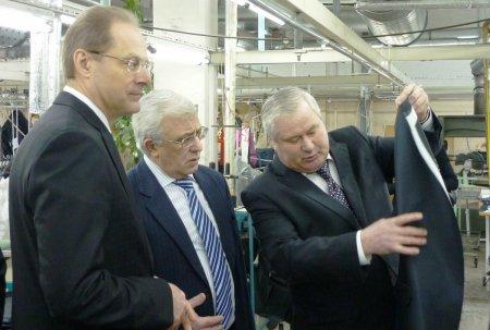 Губернатор Новосибирской области посетил швейную фабрику «Синар»
