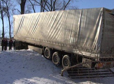 Новосибирский дальнобойщик потерял прицеп на светофоре в Кемерово