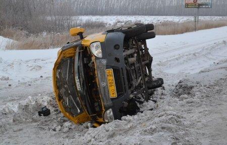 Маршрутная «ГАЗель» перевернулась на Советском шоссе