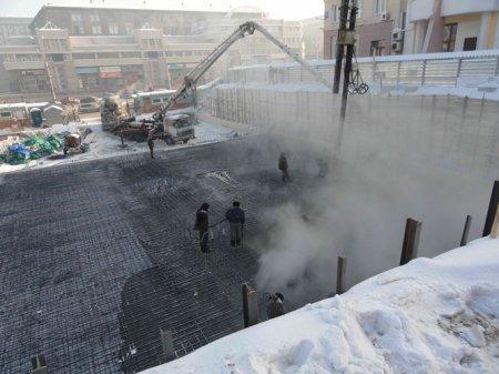 На Красном проспекте строится здание с подземной автостоянкой