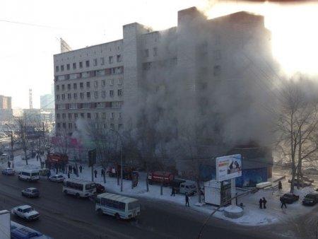 Жильцов дома на площади Карла Маркса эвакуировали из-за сильного пожара