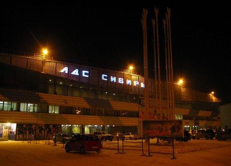 Хоккеист «Металлурга» разбил защитное стекло на стадионе «Сибирь»