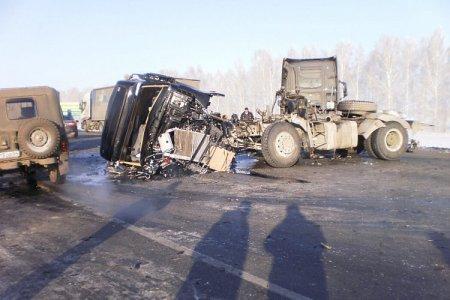 Три грузовика попали в аварию на трассе М51
