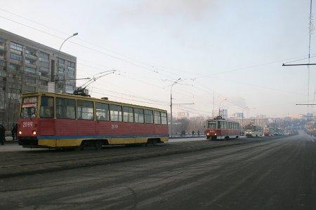 Из-за пожара перекрыта улица Сибиряков-Гвардейцев