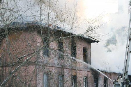 Пожар на Сибиряков-Гвардейцев локализован: сгорели 9 квартир
