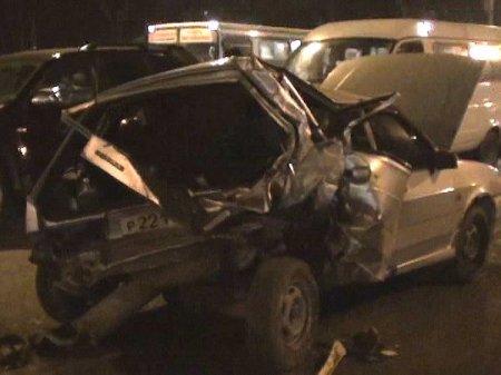 Авария на перекрестке ул. Титова собрала 3 автомобиля