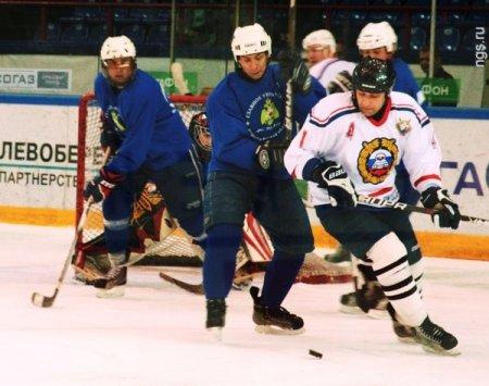 Команда ГИБДД обыграла в хоккей других силовиков