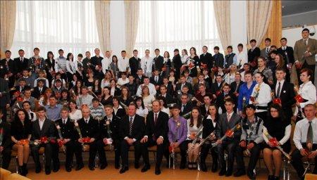 Губернатор вручил удостоверения стипендиатов 119 учащимся учреждений начального и среднего профобразования