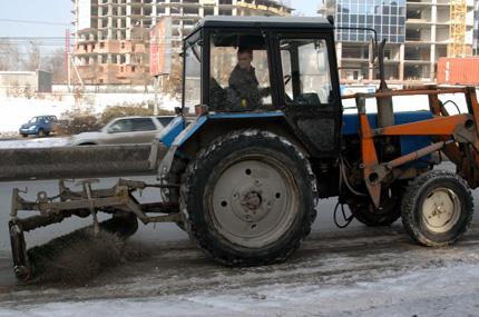 Уборка дорог от снега продолжается