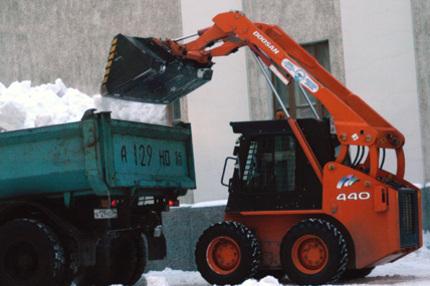 В Новосибирске увеличен выход снегоуборочной техники на городские магистрали