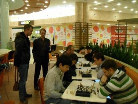 На фудкорте ТЦ «Аура» открылся шахматный клуб
