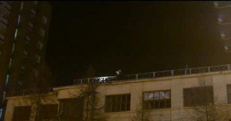 Спасатели сняли самоубийцу с крыши здания на Красном проспекте
