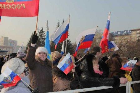 Сторонники Путина отметили его победу на площади Ленина