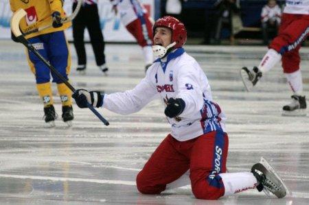 Хоккей с мячом: «Сибсельмаш» проиграл в первом матче плей-офф