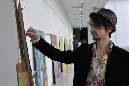 В Новосибирске открывается выставка художника, который рисует за еду