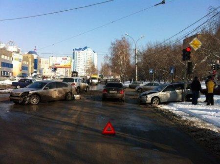 Авария парализовала движение по ул. Котовского