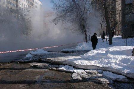 Новосибирские коммунальщики нашли место порыва на водопроводе в Пашино
