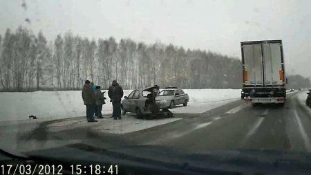 Лобовое столкновение двух иномарок на трассе К19Р недалеко от Раздольного.