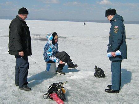 МЧС призвало новосибирцев не выходить на весенний лед