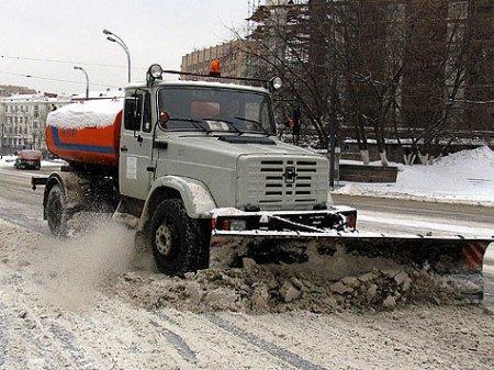 Дорожная техника получила подкрепление для борьбы со снегом
