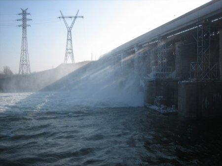 ГЭС опустила уровень водохранилища ниже «мертвого объема»