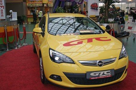 В Новосибирске начались продажи спортивного хэтчбека Opel