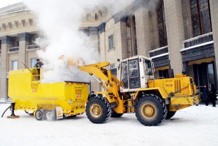 В борьбе со снегом помогает снегоплавильная машина