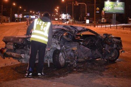 «Тойота» влетела в снегоуборочную машину на улице Кошурникова