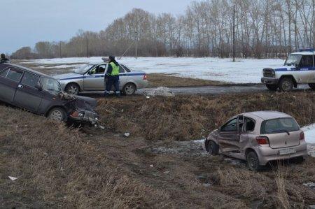 На Ордынской трассе «Волга» протаранила иномарку: погиб 1 человек