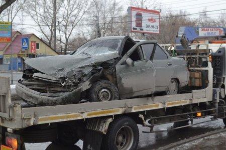 На перекрестке столкнулись два ВАЗа: двое пострадавших