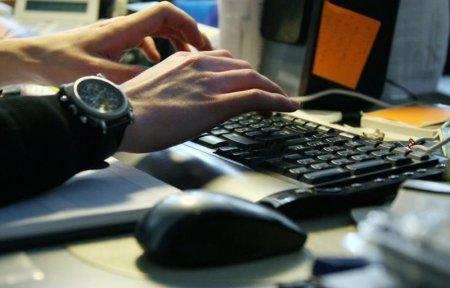 Пользователи электроники вновь столкнулись с ошибочным переводом часов