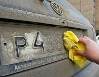 ГИБДД напомнила водителям о необходимости протирать номерные знаки от грязи