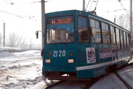 Жители Новосибирска выдвинули свои версии инцидента с вышедшим из под контроля трамваем