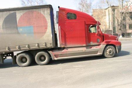 На дорогах Новосибирска временно станет меньше большегрузов
