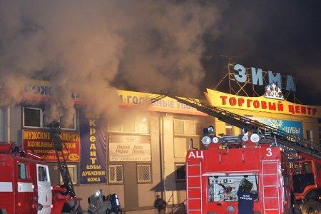 Возле барахолки загорелся ТЦ с куртками и дубленками