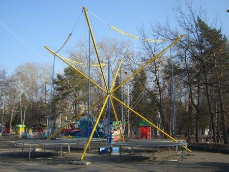 В Центральном парке заработал батут «Кенгуру»