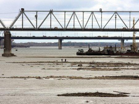 Низкий уровень воды в Оби мешает открытию навигации
