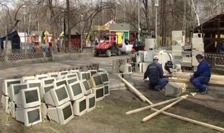 В Центральном парке устанавливают гигантский ноутбук