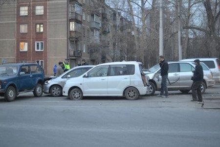 Водитель «Лексуса» спровоцировал ДТП из 4 машин
