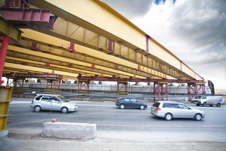 Над улицей Ватутина протянулся путепровод третьего моста