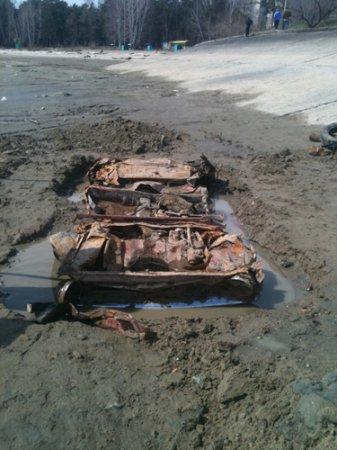 Из Обского моря вытащили старый «Запорожец»