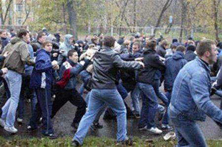 В районе барахолки подрались 50 таджиков и киргизов