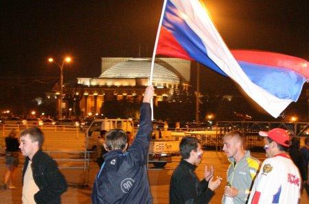 Новосибирские фанаты хоккея праздновали победу нашей сборной всю ночь