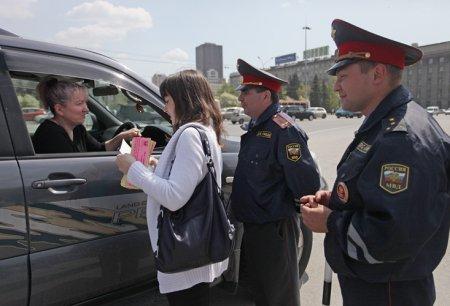 Филологи проверили грамотность водителей в центре города