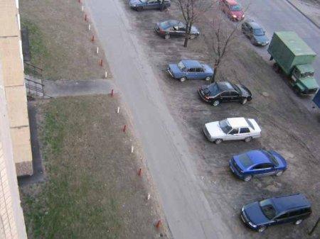За парковку на газоне будут штрафовать на основании фото