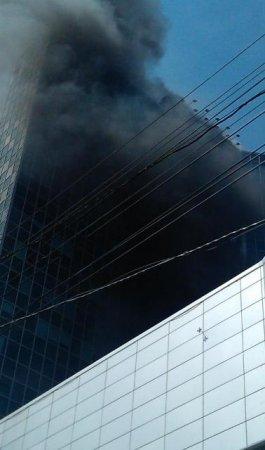 В Новосибирске горит бизнес-центр «Сан Сити»