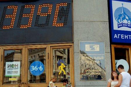 Штормовое предупреждение на длинные выходные: аномальная жара