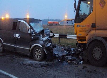 Уснувший на трассе водитель въехал под колеса тягача